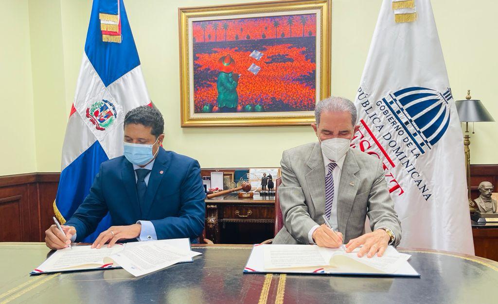 Acuerdo de Colaboración MOU con MESCYT para mejorar las capacidades digitales del sector universitario de la República Dominicana
